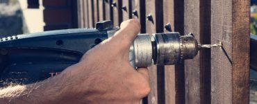 Tradesperson puts up garden fencing
